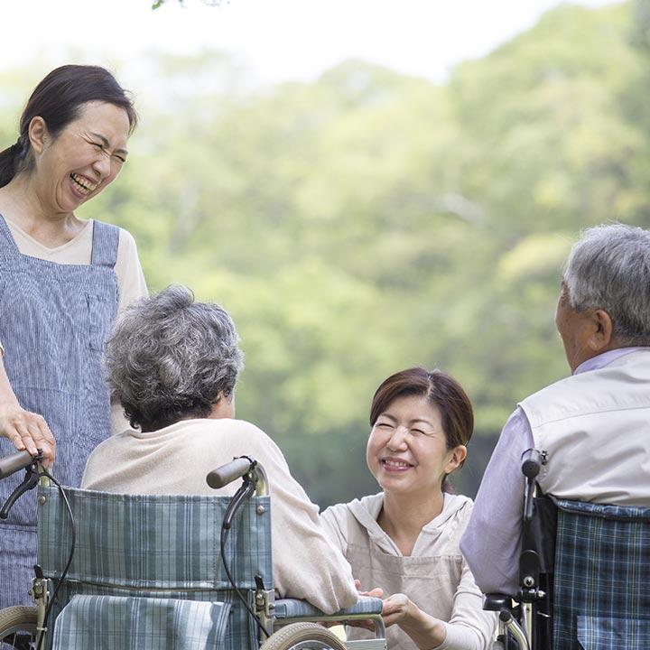 介護業界に転職する際のポイント